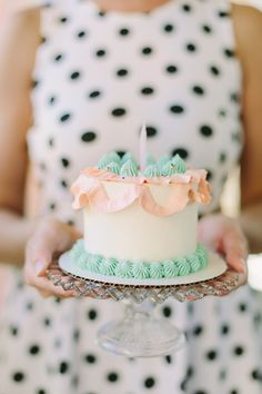 "LOVE the wide ""ribbon"" detail on a small cake 