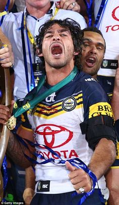 Johnathan Thurston celebrates the Cowboys victory Rugby League, Rugby Players, Football Players, Johnathan Thurston, Cowboys Win, Brisbane Broncos, Great Team, Sport Man, Finals
