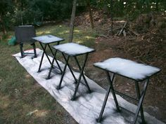TV Tray Makeover, have to do this! Ours are hideous with chipped paint, spilled nail polish, and scratches! Painted Tv Trays, Metal Tv Trays, Painted Stools, Recycled Furniture, Home Decor Furniture, Furniture Makeover, Painted Furniture, Furniture Ideas, Tv Tray Table