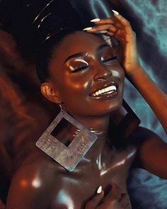 My Black Magic Board is dipped in melanin beauty and photo shoot inspiration! Black Girls Rock, Black Girl Magic, Looks Pinterest, Black Girl Aesthetic, Dark Skin Beauty, Black Beauty, Brown Skin Girls, Beauty Shoot, Beauty Tips