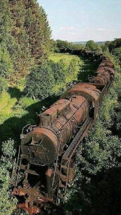 Abandoned Train, Abandoned Buildings, Abandoned Places, Train Pictures, Cool Pictures, Cool Photos, Places To Travel, Places To See, Wonderful Places
