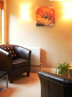 L'ufficio dello psicologo   Terapia vis-à-vis  http://www.susannamurray.com/   therapy room. color. tone.