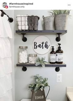 27 Best Rustic Farmhouse Bathroom Makeover Ideas * aux-pays-des-fleu… 27 besten rustikalen Bauernhaus Badezimmer Makeover Ideen * das Land-of-fleu … Small Bathroom Storage, Diy Shelves Bathroom, Decor, Small Bathroom Decor, Bathroom Decor, Home Remodeling, Bathroom Design Small, Room Decor, Apartment Decor