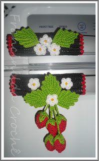 Tá cansada da sua cozinha monótona? Quer dar 'vida', cores aos objetos e ao ambiente?  As peças em crochê logo abaixo (fotos) podem lhe p... Crochet Diy, Modern Crochet, Love Crochet, Crochet Crafts, Crochet Flower Patterns, Crochet Flowers, Strawberry Crafts, Crochet Towel Topper, Crochet Kitchen Towels
