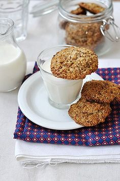 Zabpelyhes-diós keksz  (gluténmentes) Biscotti, Cookie Recipes, Cereal, Oatmeal, Food And Drink, Gluten Free, Sweets, Snacks, Diet