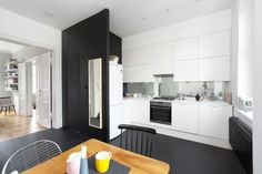 Simple Black Kitchen | #Modern #Design