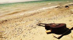 guitar, sea, beach - http://www.wallpapers4u.org/guitar-sea-beach/