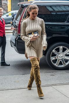 What's the trend for this fall? Chrissy teigen was captured in NYC's street wearing a bell-sleeved dress and a pair of over-the-knee boots. This combination she wore could be a big trend for this fall because it's easy for fashion followers to imitate, and the two items are easy to find and get as well. -Yini Chen