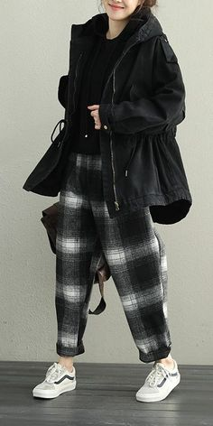 Design professionals present right up five refreshing new techniques to wear a hoodie without the need for seeming like an angst-ridden. Black Hoodie Outfit, Leather Jacket Outfits, Blazer, Ladies Dress Design, Coats For Women, My Style, Warm, Womens Fashion, Jackets