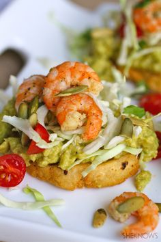 Try this traditional Mexican dish as a starter or a meal: Gluten-free Cilantro-lime Shrimp and Guacamole Sopes Seafood Dishes, Fish And Seafood, Seafood Recipes, Mexican Food Recipes, Cooking Recipes, Sopes Recipe, Traditional Mexican Dishes, Open Faced Sandwich, Avocado Recipes