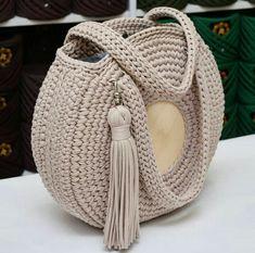 Uma bela bolsa croche estilosa marronzinha é tão linda.