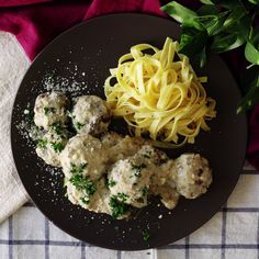 Leave it to the Swedes to make the tastiest meatballs in cream sauce.