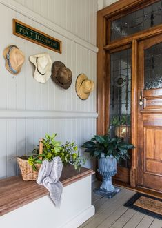This renovated Queenslander is giving us all the feels - The Interiors Addict Country House Interior, Farmhouse Interior, Modern Farmhouse, Australian Country Houses, Queenslander House, Australia House, Country Decor, Country Entryway, Country Charm
