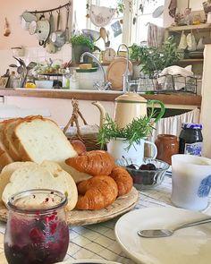 "좋아요 1,285개, 댓글 30개 - Instagram의 cotori(@cotori.s)님: ""今朝の朝食はパンまつり♪ いただきもの!おいし〜! 今日もやること満載だから、たべるたべる(^ ^) さて、今日も一日がんばろ! #朝食#パン#いただきもの#キッチン#キッチン雑貨…"""