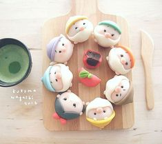 Creative pastry desserts, can give a fresh feeling to the Disney Desserts, Cute Desserts, Disney Food, Japanese Wagashi, Japanese Sweets, Comida Disney, Mini Meringues, Cute Baking, Kawaii Dessert