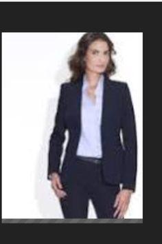 Petite chemisette bleue ciel ou top de couleur verte ( col rond )  Foulard vert , ceinture verte brillante  Polo blanc avec logo TO ( idem masculin )