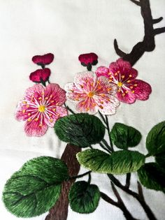 Japanese Embroidery Flowers Recently I was given a rare opportunity to have a close look at the most exquisite Korean embroidery. My friend (and embroidery buddy) Yumi . Embroidery Tools, Chinese Embroidery, Creative Embroidery, Embroidery Needles, Crewel Embroidery, Embroidery Patterns, Machine Embroidery, Embroidery Tattoo, Broderie Simple