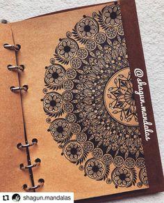 Mandala Book, Mandala Canvas, Mandala Artwork, Mandala Painting, Mandala Art Therapy, Mandala Art Lesson, Doodle Art Drawing, Art Drawings, Mandala Making