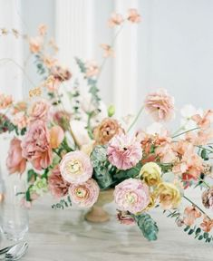 Top 5 Best Wedding Table Centerpieces for the Fine Art Bride shades of peach wedding flowers Fall Wedding Flowers, Wedding Flower Inspiration, Spring Wedding, Floral Wedding, Wedding Bouquets, Blush Weddings, Burgundy Wedding, Flower Ideas, Red Wedding