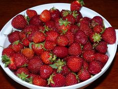 1_recepty-z-jahod Home Canning, Strawberry, Fruit, Food, Canning, Essen, Strawberry Fruit, Strawberries, Yemek