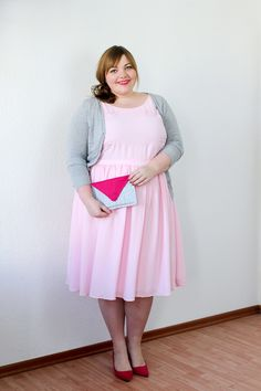 Ideas wedding guest outfit curvy pink - - Best Picture For Bridesmaid Outfit skirts For Your Taste You are looking for something, and it is going Plus Size Fashion Tips, Plus Size Beauty, Curvy Outfits, Plus Size Outfits, Cheap Cocktail Dresses, Plus Size Kleidung, Bridesmaid Outfit, Full Figured Women, Plus Size Womens Clothing