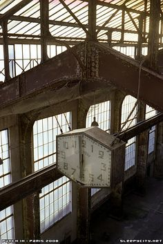 Abandoned Paris power station - www.sleepcity.net - Every powerstation has a clock in the turbine hall, each with their own character. From Eagle River to TPS to Paris they're all special. 40/1.4