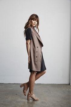 Vetta Capsule SS16 The Tunic w/ V-neck Front & Vest (worn open) #vettacapsule #ss16 #capsulewardrobe #ootd #style #fashion #travel www.vettacapsule.com