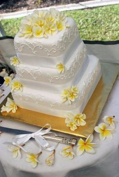 Hawaiian Wedding Bouquet - Weddings in Hawaii - add flowers to the cake!