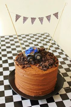 Monster Truck Birthday Party Festa Monster Truck, Monster Truck Birthday Cake, 3rd Birthday Cakes, Monster Trucks, Monster Jam Cake, Monster Truck Cupcakes, 4th Birthday, Blaze Birthday Cake, Birthday Ideas