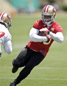 San Francisco 49ers tight end Vernon Davis runs during NFL football practice at the team's training facility in Santa Clara, Calif., Tuesday, June 5, 2012. (AP Photo/Paul Sakuma)
