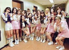 OH MY GIRL x TWICE . . Arin and tzuyu So cute  #Ohmygirl #Twice #Miracle #Once #Tzuyu #Nayeon #Jungyeon #Momo #Sana #Jihyo #Mina #Dahyun #Chaeyoung #Choutzuyu #Arin #Binnie #Jiho #Seunghee #JinE #Yooa #Hyojung #Mimi