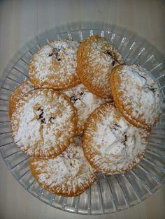 Sizlerle devamlı yaptığım ve klasiklerim arasına giren elmalı kurabiyemin tarifini paylaşmak istedim.Bu sefer farklı şekiller de denemek ist...