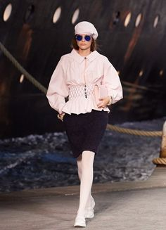 05a0ff6d4ba232 Chanel Cruise Collection 2019 von Karl Lagerfeld