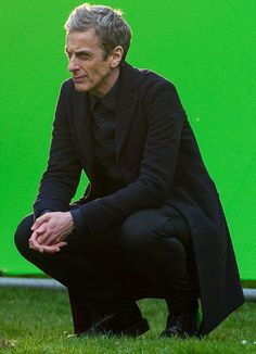 Doctor Who picture spoilers: Monster spotted on set as Peter Capaldi and Jenna Coleman share a moment during filming - Mirror Online