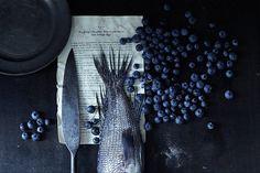 Food Styling with fish | summer fruit: blueberry . Sommer-Frucht: Blaubeere . fruit d'été: myrtllle | Photo: Maura McEvoy |
