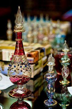 I love perfume bottles :) Egyptian Perfume Bottles, Antique Perfume Bottles, Vintage Bottles, Bottles And Jars, Glass Bottles, Genie Bottle, Beautiful Perfume, Bottle Design, Vases