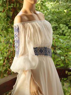 GEORGIANA ALBASTRU Ethnic Fashion, Boho Fashion, Fashion Dresses, Womens Fashion, Fashion Design, Romanian Wedding, Ethno Style, Mode Simple, Bohemian Mode