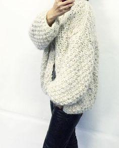 #kirobykim #handmadeinrotterdam #shortkimono #chunkycardigan #fashionknit #handknit #knitdesign #chunkyknits Kiro By Kim, Chunky Cardigan, Short Kimono, Knit Fashion, Knitting Designs, New Outfits, Hand Knitting, Knitwear, Sweater Patterns