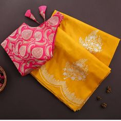 Satin Saree, Soft Silk Sarees, Handloom Weaving, Green Satin, Party Wear Sarees, Festival Wear, Indian Fashion, Blouse Designs, Soft Fabrics