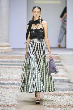 Runway Fashion, Spring Fashion, Fashion Show, Fashion Design, Fashion Trends, Milan Fashion, Quirky Fashion, Timeless Fashion, Spring Skirts