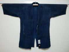 reserved tumkwang  vintage Japanese indigo sashiko wear KENDO-GI AIZOME  body length: 81.5cm(32inch) armpit to armpit: 54cm(21.2inch) sleeve to