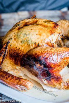 golden brown whole turkey Turkey In Electric Roaster, Turkey In Roaster Oven, Roaster Oven Recipes, Oven Roasted Turkey, Juicy Turkey Recipe, Best Turkey Recipe, Best Thanksgiving Turkey Recipe, Roast Turkey Recipes, Turkey Receipe