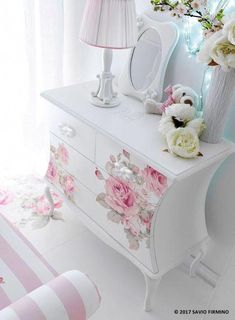 Super ideas for shabby chic bedroom diy furniture ideas Decoupage Furniture, Shabby Chic Furniture, Painted Furniture, Diy Furniture, Living Furniture, Bedroom Furniture, Furniture Stores, Furniture Projects, Corner Furniture
