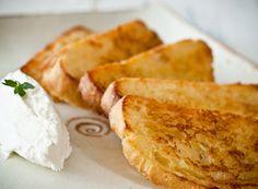 torradas com aroma de laranja com queijo de cabra