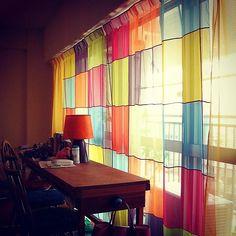 マルチカラーカーテン。 #ノーブズ #nobus #インテリアショップ #インテリアデザイン事務所 #creationbaumann #色を感じる暮らし #パッチワークカーテン #モダンな雰囲気 #カラフルな