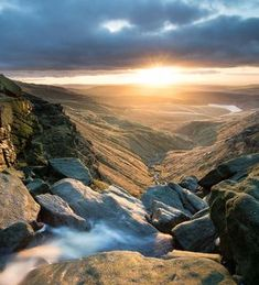 The Peak District is not known for its waterfalls, but these hidden gems are definitely worth going off the beaten tourist track for. Summer Nature Photography, Landscape Photography, Ocean Photography, Photography Ideas, Portrait Photography, Peak District England, Places To Travel, Places To See, Zona Colonial