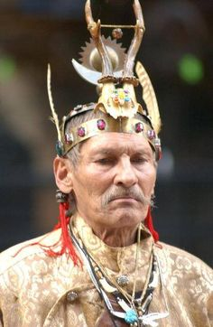 Hungarian Kam(Shaman), his headress indicates he is a man/reindeer and there's a sun affixed also. Spiritual Healer, Spirituality, Religion, Witch Doctor, People Around The World, Spirit Animal, Headdress, Witchcraft, Mythology