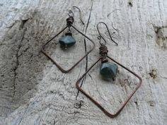 Orecchini in rame e pietra di agata muschiata di HandAndBeads, €15.00