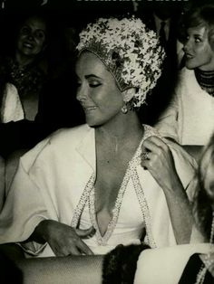 Elizabeth Taylor......Uploaded By www.1stand2ndtimearound.etsy.com