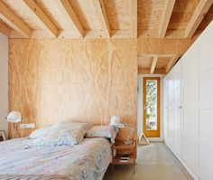 Font Rubi Cottage designed as summer house in the Pyrenees by Marc Mogas & Jordi Roig - CAANdesign Cottage Design, Tiny House Design, Small Prefab Cottages, Small Summer House, Plywood Interior, Prefab Homes, House And Home Magazine, Home Deco, Small Spaces